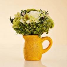 Arreglo Floral Mini Verde con jarro de barro