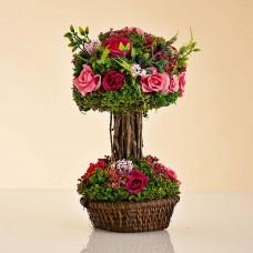 Arreglo Floral Rosas Rosado / Vino con maceta de ratán